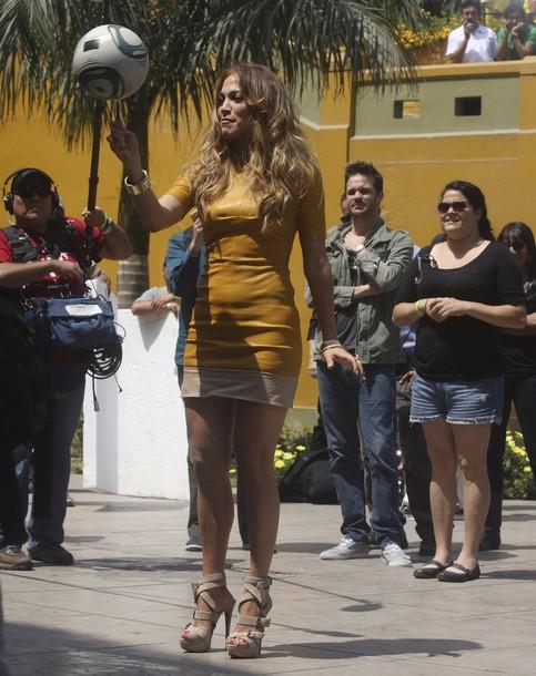 http://www.popnsport.com/wp-content/uploads/2011/12/Jennifer-Lopez-soccer-ball-on-a-pen.jpg