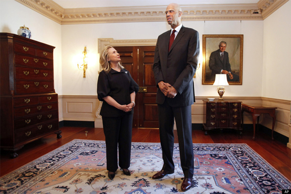 http://www.popnsport.com/wp-content/uploads/2012/01/Kareem-Abdul-Jabbar-.jpg