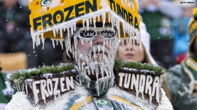 """NFL - Le déguisement """"frozen tundra"""" d'un fan des Green Bay Packers"""